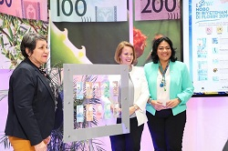 Prime Minister of Aruba Mrs. mr. Evelyn Wever-Croes, the President of the Central Bank of Aruba, Mrs. Jane Semeleer and the Minister of Finance, Economic Affairs and Culture, Mrs. mr. Xiomara Ruiz-Maduro during the official launch of the new 2019 series florin banknotes.