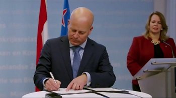 State Secretary of the Interior and Kingdom Relations Raymond Knops signs agreement on the third tranche of liquidity support 2020.